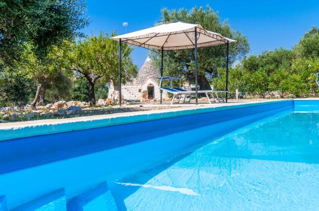 Puglia Vakantiess Trullo Met Zwembad Bij Castallana Grotte 1