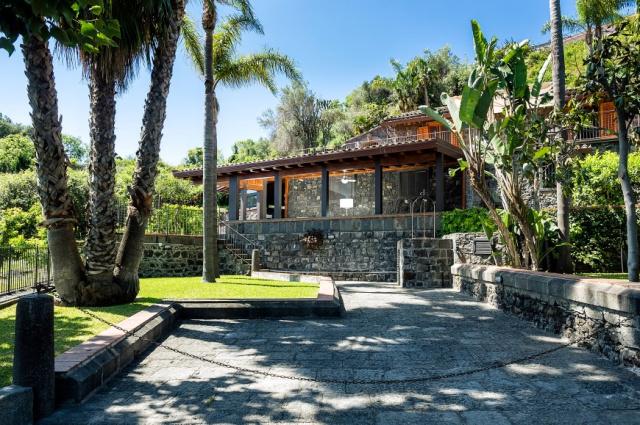 Sicilie Acireale Villa Zee Zwembad Buitenkeuken 12