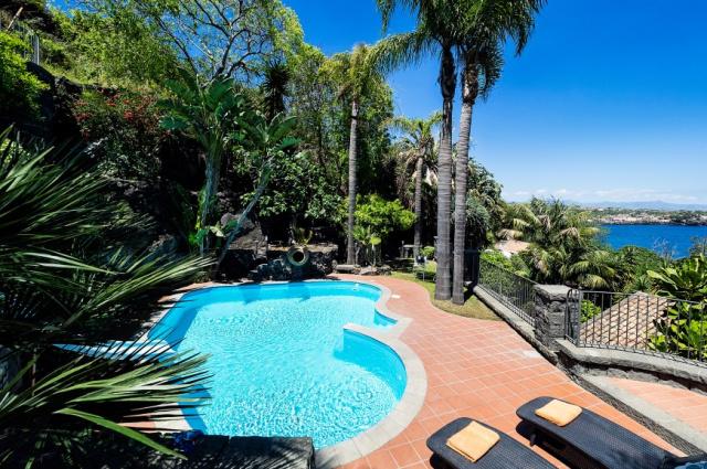 Sicilie Acireale Villa Zee Zwembad Buitenkeuken 2