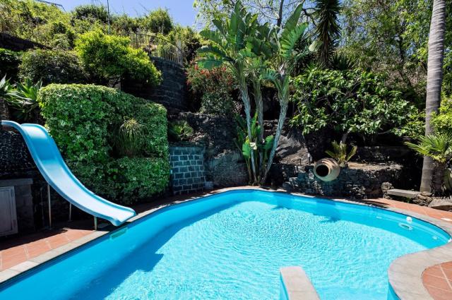 Sicilie Acireale Villa Zee Zwembad Buitenkeuken 3