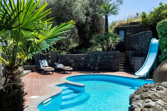 Sicilie Acireale Villa Zee Zwembad Buitenkeuken 4