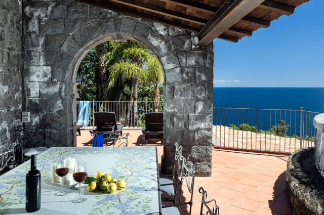 Sicilie Acireale Villa Zee Zwembad Buitenkeuken 8