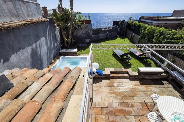 Sicilie Catania Vakantie Villa Met Jacuzzi Direct Aan Zee 2