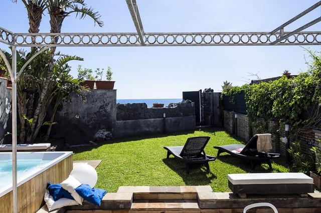 Sicilie Catania Vakantie Villa Met Jacuzzi Direct Aan Zee 3