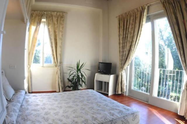 Statig Landhuis Met Appartementen Vlakbij Zee Pesaro 14b