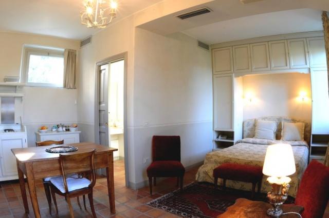 Statig Landhuis Met Appartementen Vlakbij Zee Pesaro 23a