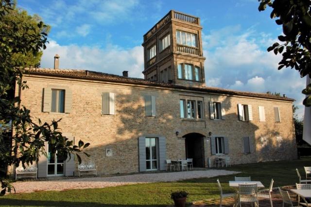 Statig Landhuis Met Appartementen Vlakbij Zee Pesaro 72