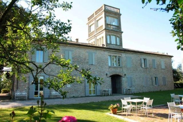 Statig Landhuis Met Appartementen Vlakbij Zee Pesaro 74