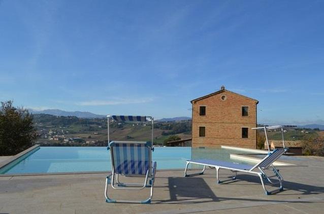 Villa Met Pool Loro Piceno Le Marche 1