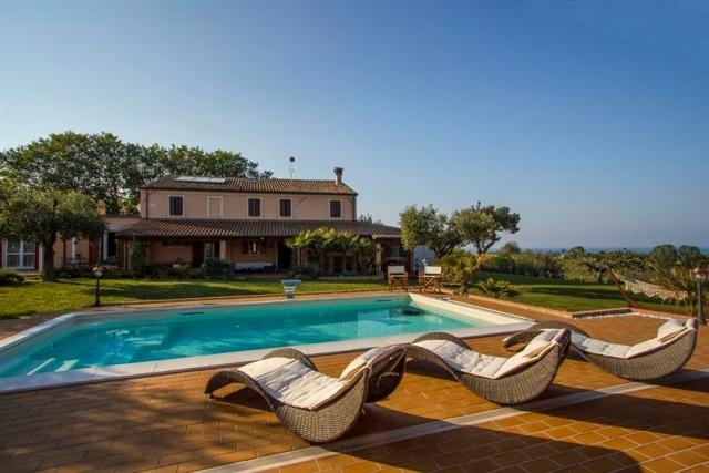 Villa Met Zeezicht Le Marche 4