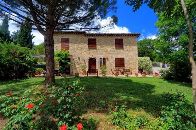 Villa Met Zwembad San Severino 1