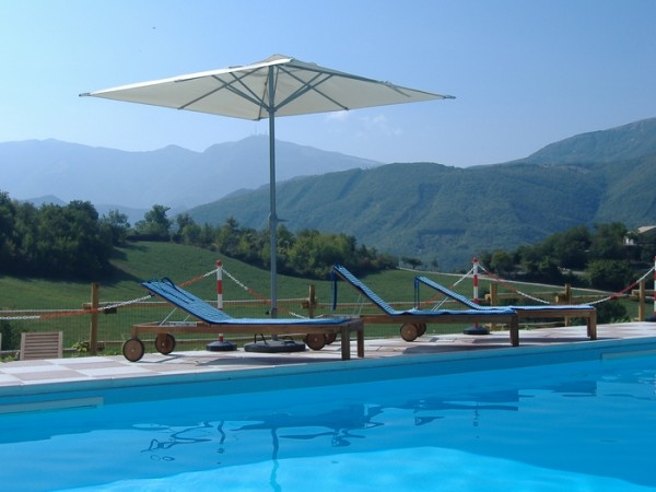 Zwembad Agriturismo Le Marche 11a