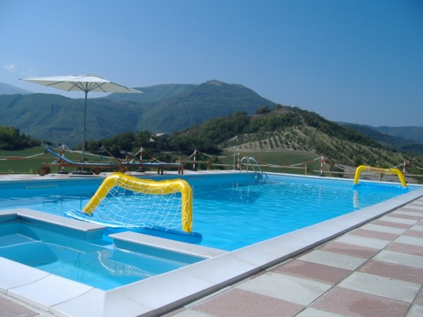 Zwembad Agriturismo Le Marche 12a
