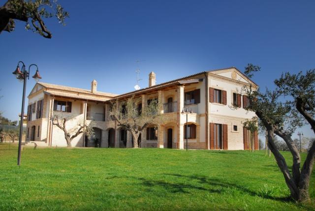 Abruzzo Residence Met Appartementen Restaurant En Zwembad 3