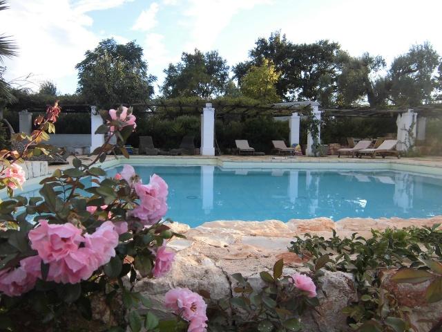 Complex Met Trullo En Lamie En Gedeeld Zwembad Itria Vallei Zuid Italie Puglia 6