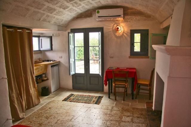 Complex Met Trullo En Lamie En Gedeeld Zwembad Itria Vallei Zuid Italie Puglia 7l