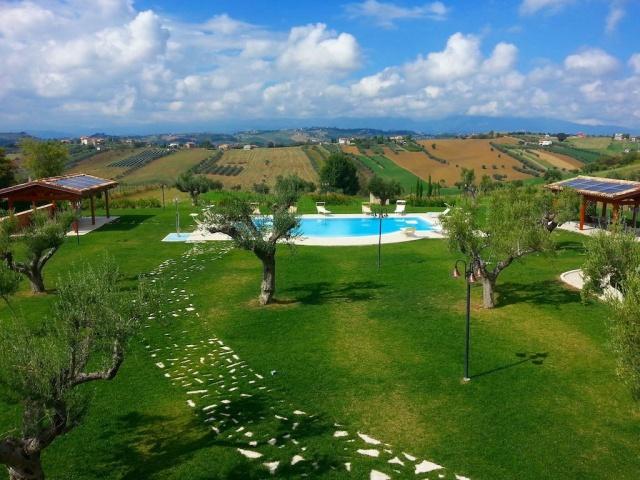 Kleinschalig Residence Abruzzo Met Appartementen Restaurant En Zwembad 1a
