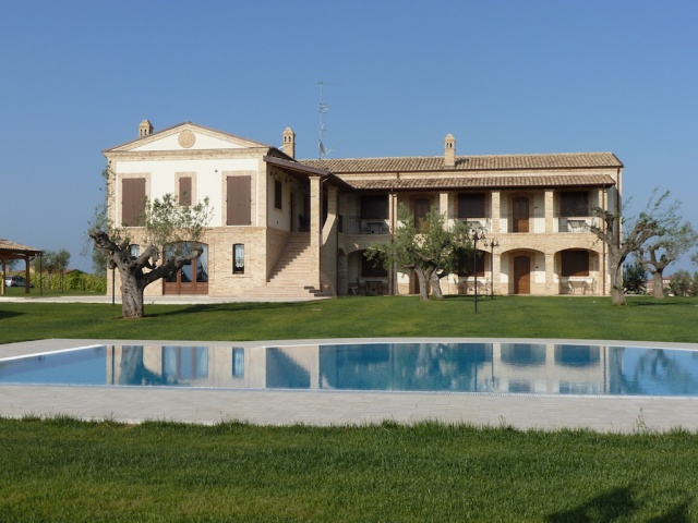 Kleinschalig Residence Abruzzo Met Appartementen Restaurant En Zwembad 2