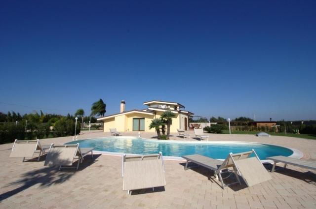 Pv2600 Gallipoli Puglia 12p Villa Met Zwembad  8087