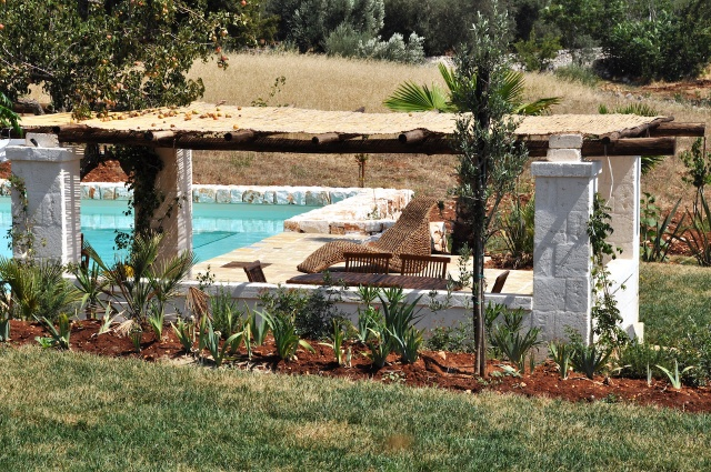 Trulli Complex Met Lamie En Gedeeld Zwembad Itria Vallei Puglia Zuid Italie 2
