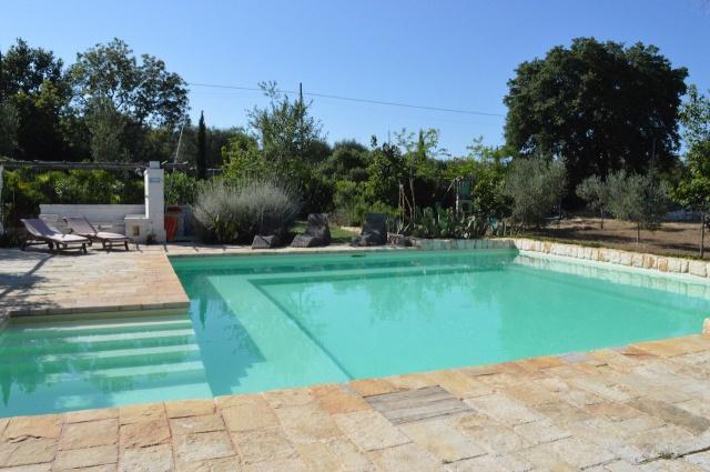 Trulli Complex Met Lamie En Gedeeld Zwembad Itria Vallei Puglia Zuid Italie 4
