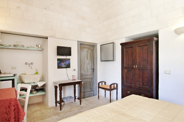 Trulli Complex Met Lamie En Gedeeld Zwembad Itria Vallei Puglia Zuid Italie 7p