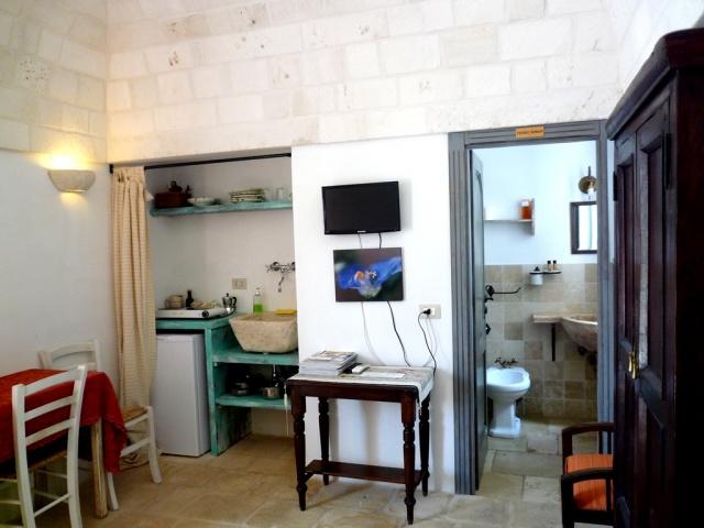 Trulli Complex Met Lamie En Gedeeld Zwembad Itria Vallei Puglia Zuid Italie 7r
