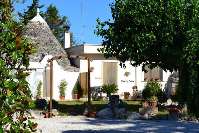 Trullo Vakantiecomplex Met Zwembad Jacuzzi Alberobello Puglia 16