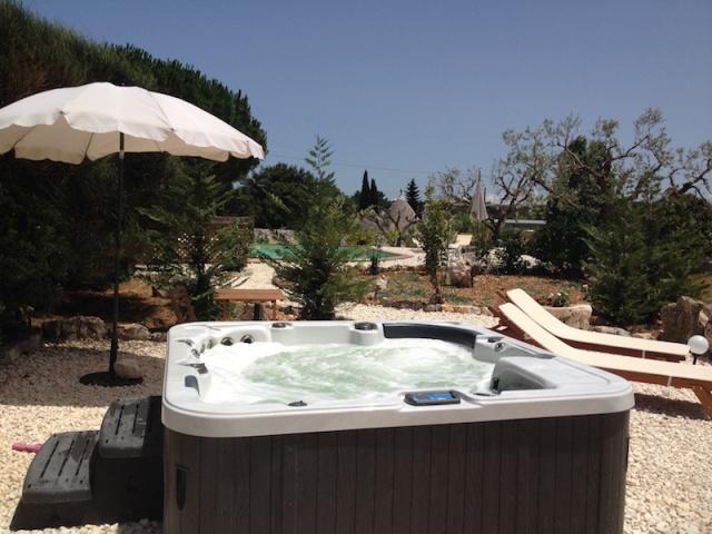 Trullo Vakantiecomplex Met Zwembad Jacuzzi Alberobello Puglia 3