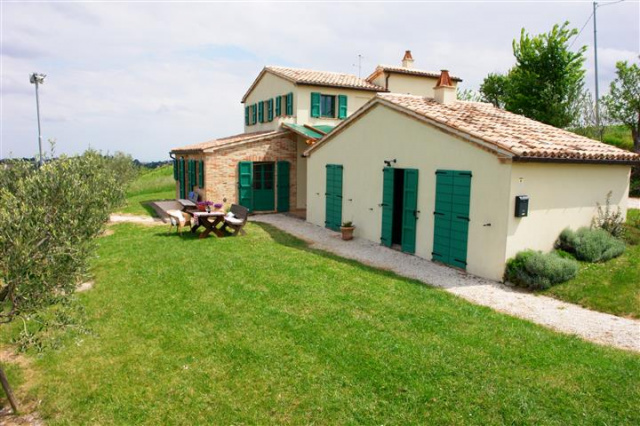 Villa Met Zwembad Montecarotta 49