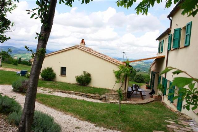 Villa Met Zwembad Montecarotta 55