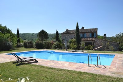Le-marche-italy-villa-with-pool