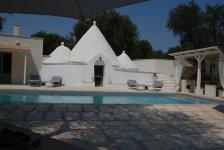italiaans-droomhuis-met-trullo-en-zwembad-2