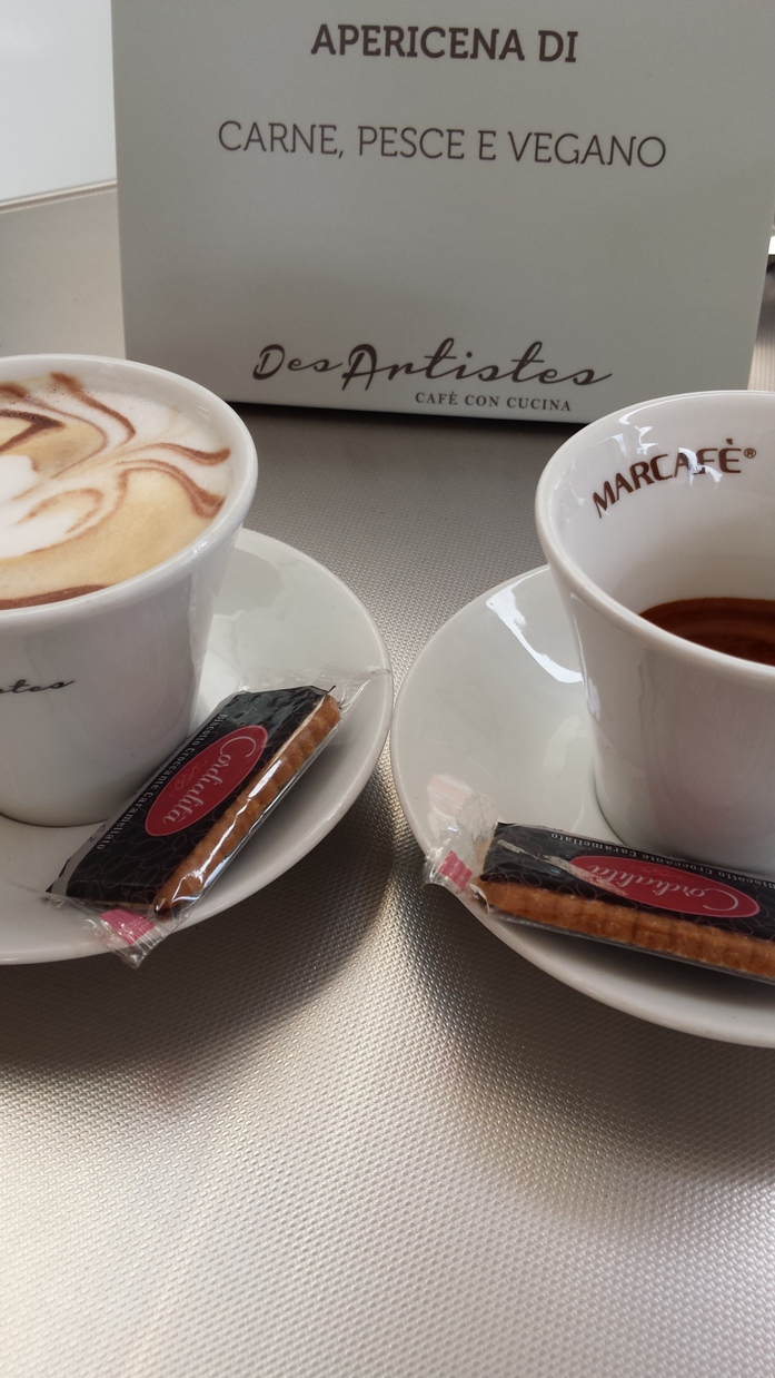 koffie_bij_cafe_des_artistes_teramo